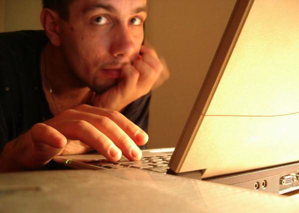 ArtSHINE- Men surfing the net